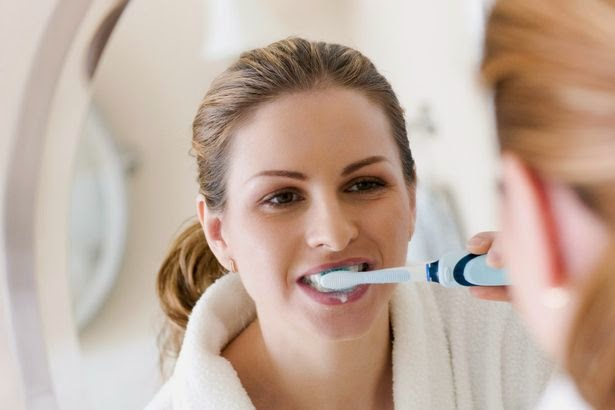 summer tooth care - brushing