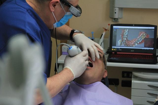 emergency dentist-check up